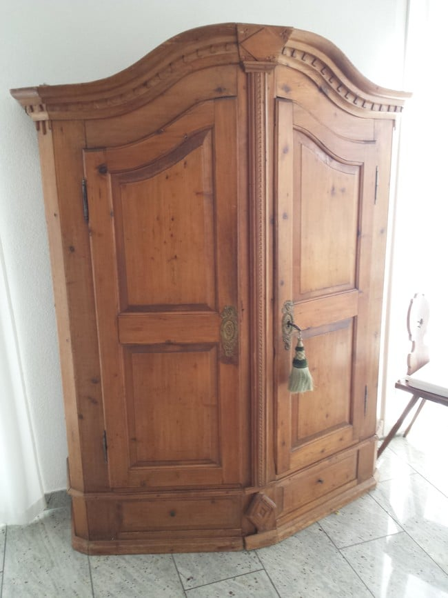He was given an antique cabinet but didn 39 t expect to find this awesomene - Armoire industrielle ancienne ...