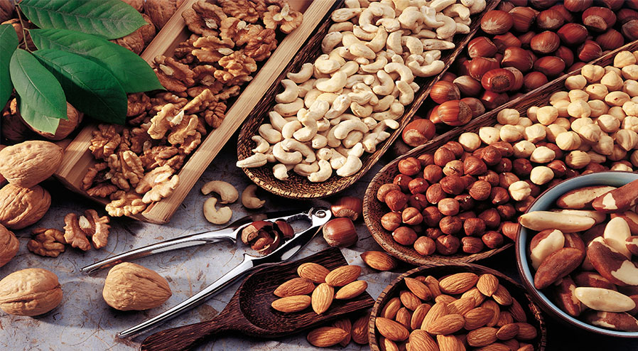 Nuts - Eat nuts to accelerate the repair of damaged tissues