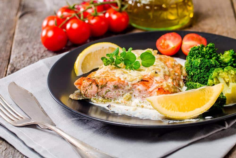 Salmon and broccoli with tangy lemon sauce