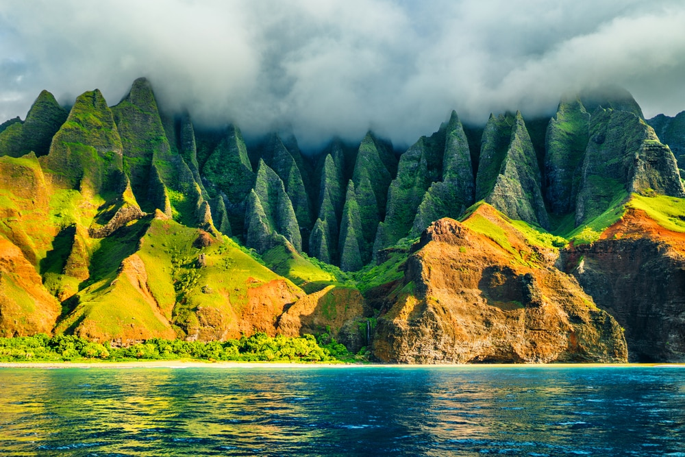 Hawaii Winter, Hawaii can give you a warm breeze and a nice temperature of 70 degrees, the islands are perfect holiday destinations