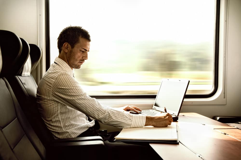 5 Ways to Keep Yourself Occupied While Commuting to Work