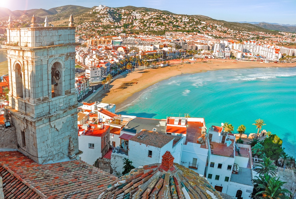 Spain can acquire residency if they purchase property valued at $595,000 (£448k) or more.