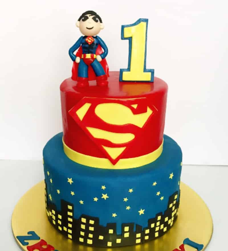 A super duper superman cake for your loved one