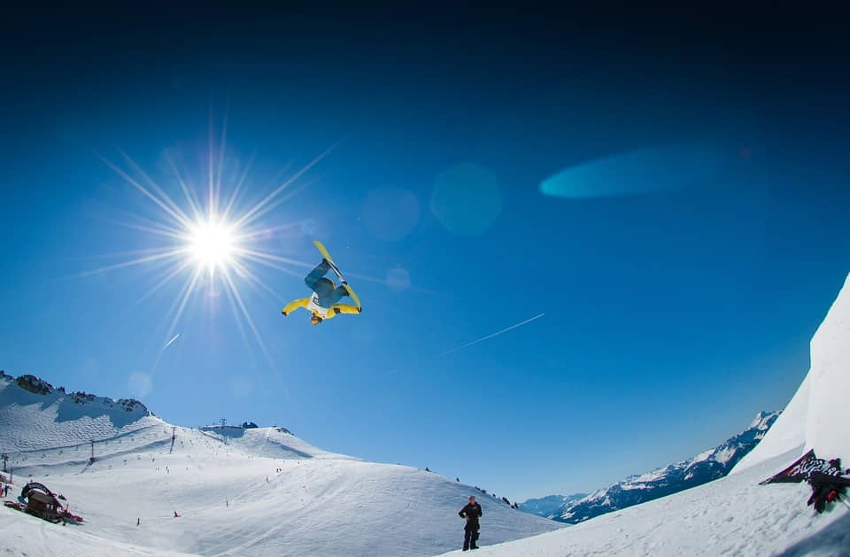 An Ultimate Guide to Snowboarding for Beginners